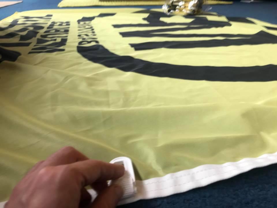 Réalisation de drapeaux.